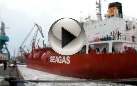 Швартовка танкера в Крыму